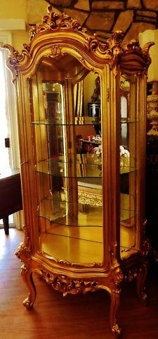 Gorgeous Elegant Gilt Gold Leaf Vitrine Curio Italian Silik Cabinet