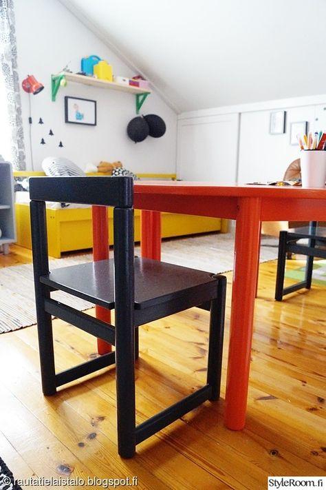 lastenhuone,oranssi pöytä,harmaa tuoli,lastenpöytä,lastentuoli