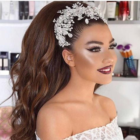 Bridal hairstyles and makeup