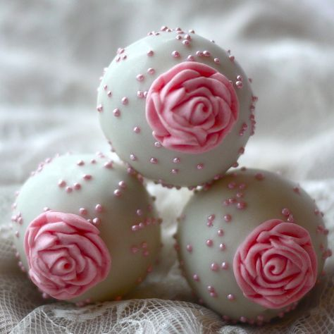 Pretty rose cake pops.