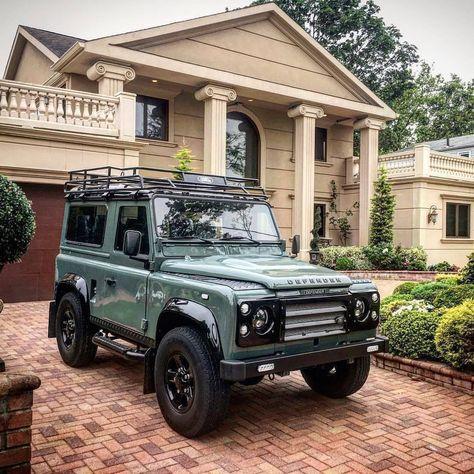 Sunday beauty - Lenny's 1992 Defender from Nassau NY USA 🇺🇸. Defender 90, Land Rover Defender, My Dream Car, Dream Cars, Car Goals, Cute Cars, Ford Bronco, Future Car, Jeep Life