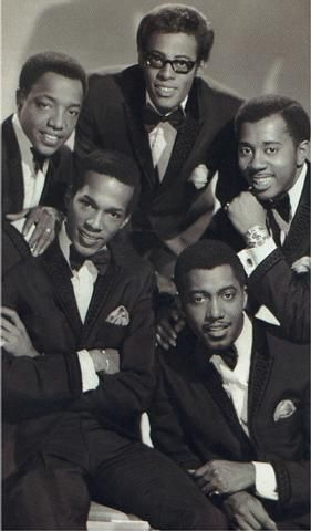 The original line-up of the talented Temptations. Their choreography was always spot-on! The original line-up of the talented Temptations. Their choreography was always spot-on! Music Icon, Soul Music, My Music, Indie Music, Tamla Motown, Jazz, Vintage Black Glamour, Soul Singers, Bagdad