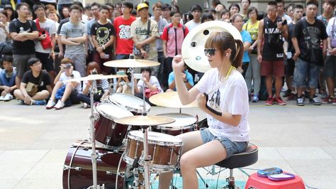 Best 羅小白 Swhite 官方頻道 Luo ShiRu 罗仕茹 Images On - Street drummer uses nothing more than scrap metal to creating amazing techno beats