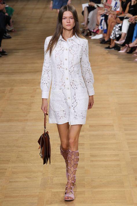 Chloe mas fresco y juvenil que nunca en la París Fashion Week SS 2015 http://www.vogue.es/desfiles/primavera-verano-2015-paris-fashion-week-chloe/10405