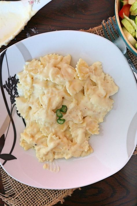 Heavenly delicious – so creamy, spicy and aromatic – is the pasta (noodles) with cheese sauce. According to this recipe, you can make the best cheese pasta in the world yourself. It's easy, fast and with just a few common ingredients.