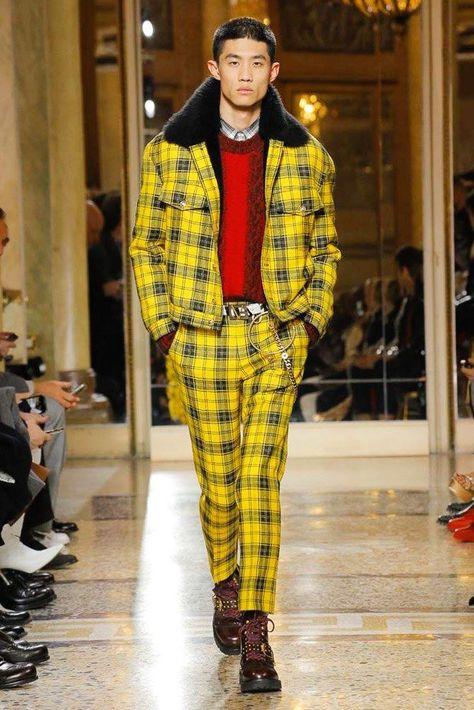 Versace Fall 2018 Menswear Collection Photos - Vogue #HighFashionTrends