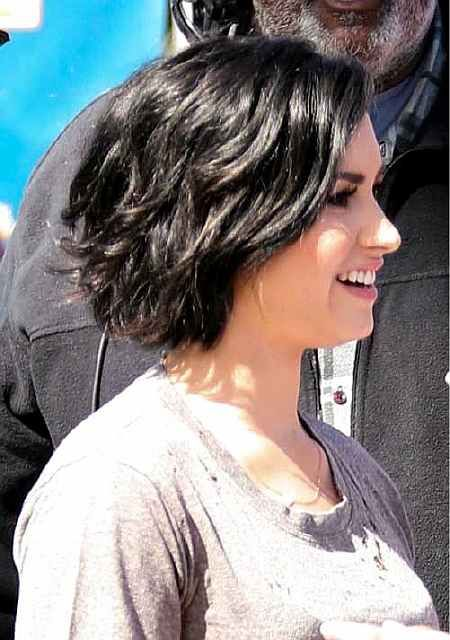10 Bob Frisuren Fur Dicke Welliges Haar Frauen Absolut Lieben Stile Mit Bewegung Bob Frisur Dickes Haar Haarschnitt Kurzhaarfrisuren