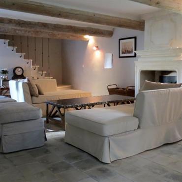 Salon Avec Cheminee Ancienne Et Poutres Apparentes Deco Maison