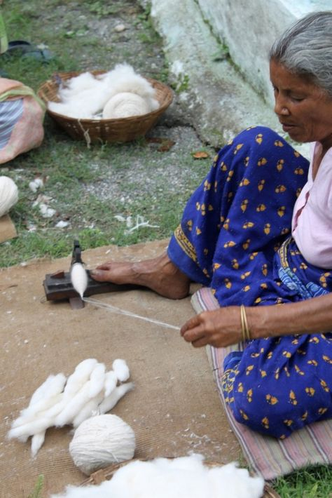 Spinning cotton in India