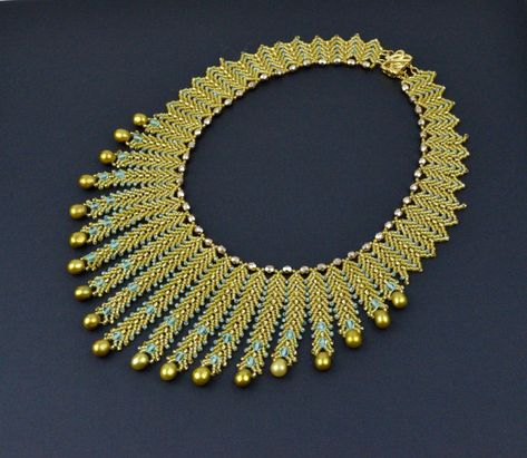 Cultured freshwater pearls and seed beads statement von CHARMATIONS