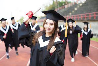 صور عبايات تخرج 2019 اجمل ارواب حفل التخرج Graduation Gown Happy Graduation Vintage Logo Design