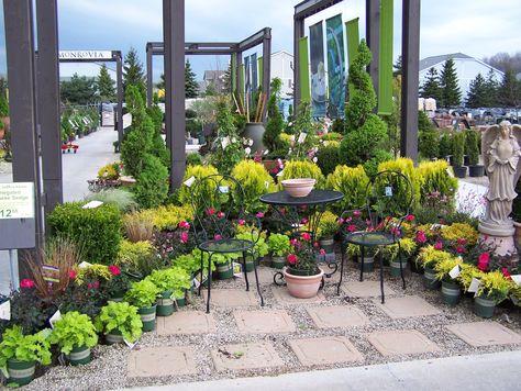garden retail nursery display Monrovia - country garden