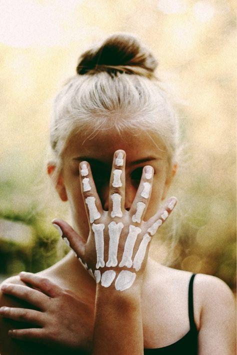 DIY skeleton hand