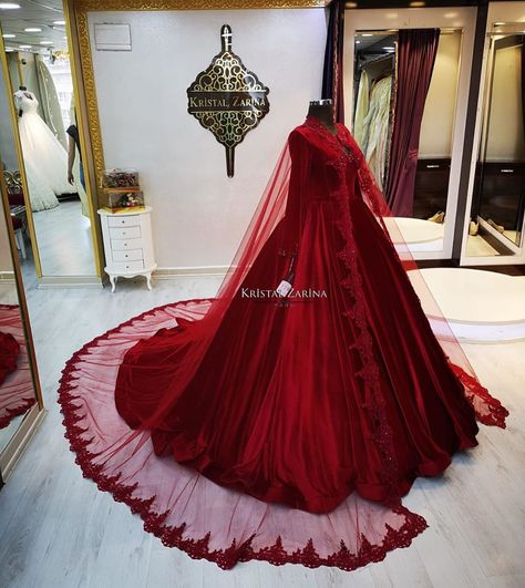 You will find different rumors about the real history of the marriage dress; Bridal Outfits, Bridal Dresses, Prom Dresses, Marriage Dress, Black Wedding Dresses, Dress Wedding, Most Beautiful Dresses, Fantasy Dress, Hijab Dress