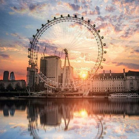 London Eye during sunset and with an amazing reflection!