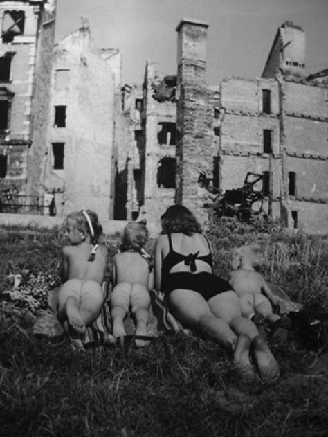 Ernst Haas, Sunbathers, Vienna 1946-48
