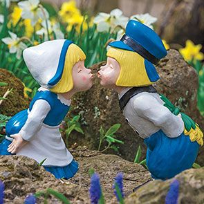 Buy Kissing Dutch Couple Statues Breck S In 2020 Statue Tulip Bouquet Spring Tulips