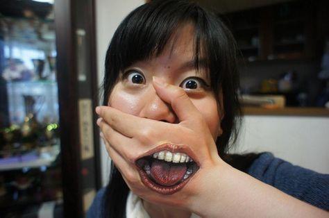 Resultado de imagem para propaganda que mostrava o impacto de uma menina bonita sem dentes