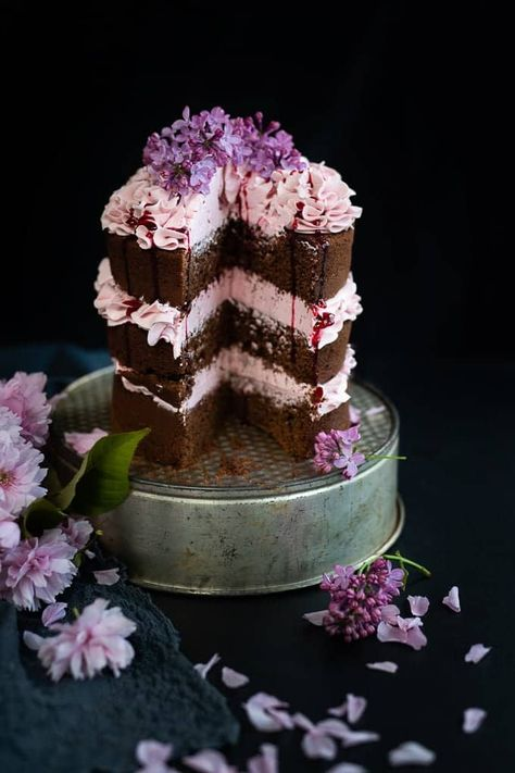Decorate this chocolate layer cake with blackberry Italian buttercream with fresh flowers for extra wow factor! #chocolatelayercake #chocolatecake #blackberrybuttercream #italianbuttercream