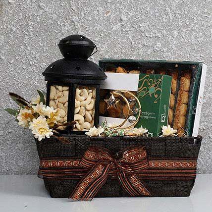Yummy N Healthy Ramadan Hamper In Uae Gift Delicious Ramadan Gift Hamper Ferns N Petals Ramadan Gifts Eid Gifts Ramadan Crafts