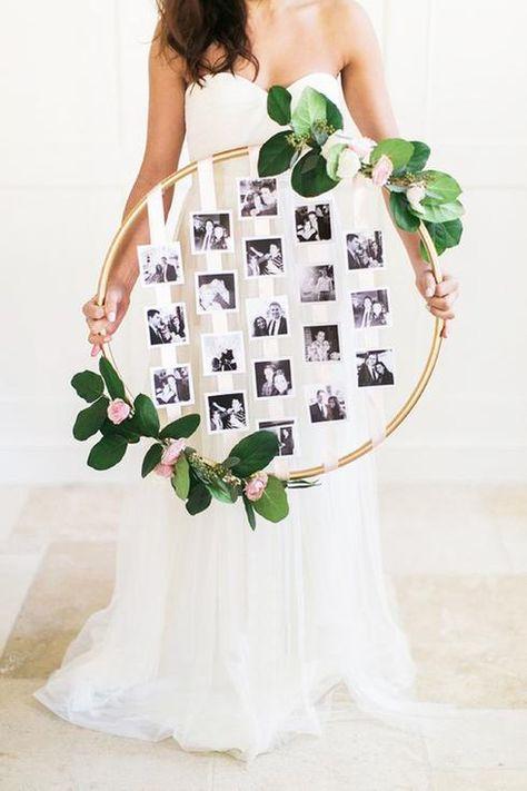 conserver l'idée de fixer les photos sur des rubans mais utiliser plutôt un cadre bois ancien