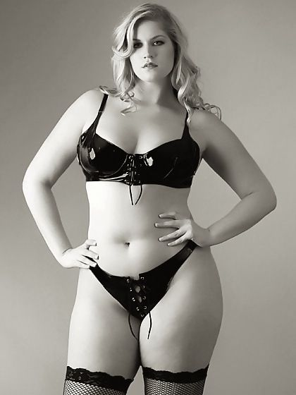 could you tell me the name of this plus size model? | plus and