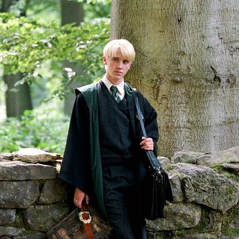 He looks so good when his hair is kinda messy Draco Harry Potter, Magie Harry Potter, Harry Potter Tumblr, Harry Potter Characters, Tom Felton, Draco Malfoy Aesthetic, Slytherin Aesthetic, Drarry, Dramione
