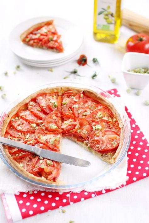Une belle tarte à la tomate, au thon et à la moutarde. Idéal l'été, après une séance de sport !