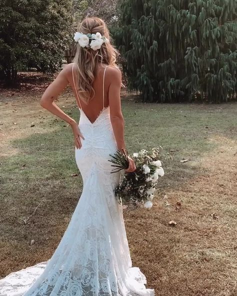 Dramatic. Luxurious. Impactful. Our best-selling CLO gown is available in all GLL showrooms! Don't forget for our last minute brides you can now add CLO as a priority order if your wedding is less than 4 months away. Try her on with the PEARLY Blusher veil on in one of our 10 GLL showrooms {Dallas, New York, LA, San Diego, Chicago, London, Gold Coast, Perth, Melbourne, Sydney} or shop online now graceloveslace.com ⠀ ⠀ #graceloveslace #wedding #weddingdress #weddingphotography #engaged