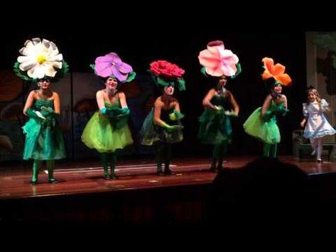 13f582441 YouTube coreografía y tocado del pelo flores.
