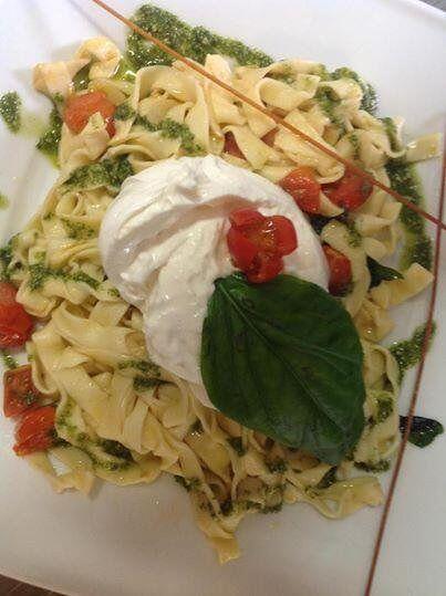 Czy Ktos Ma Ochote Na Makaron Ze Swieza Bazylia I Burratina Piccola Italia Http Www Piccolaitalia Italian Dishes Italian Restaurant Gluten Free Pasta
