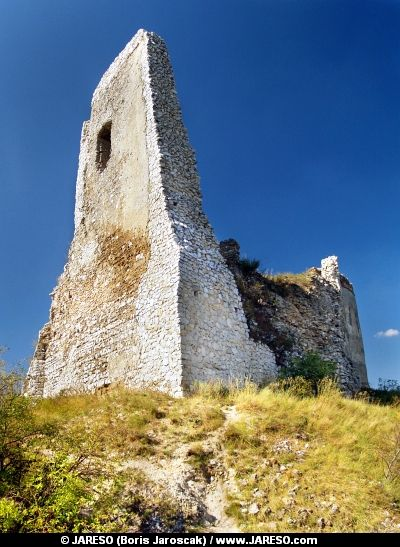 The Castle Of Cachtice Ruined Donjon Elizabeth Bathory Castle Ruins