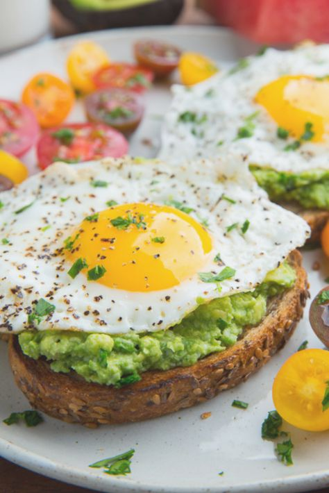 7 Easy Healthy Clean Eating Breakfasts for every day of the week   HIITWEEKLY #breakfast #breakfastideas #easybreakfast #healthybreakfast #ideas #quickbreakfast