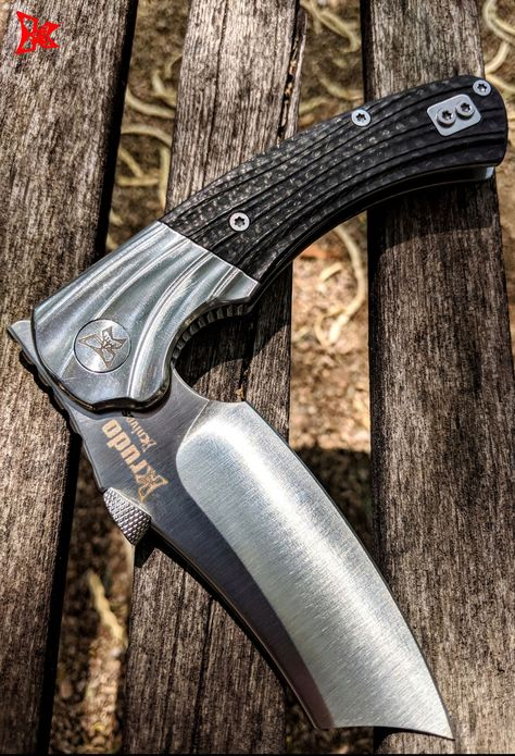 The DAO Folder is the perfect pocket knife. The comfortable grip, quick release mechanism & expert design, creates the knife you need, now.