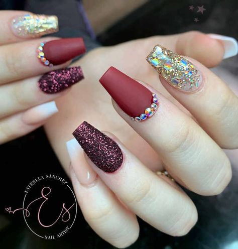 60+ Simple Winter Nails Matte Color For Short Nail Art Designs