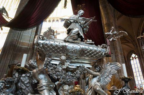 Las Fotografías de Bandera: El monumento funerario a San Juan Nepomuceno