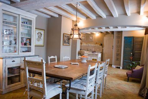 Poutres teinte bois ou poutres peintes en blanc Beams, Salons and