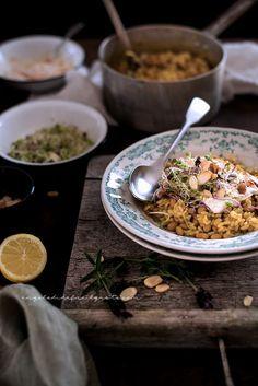 Riso e fagioli alle spezie, con germogli e salsa allo yogurt49