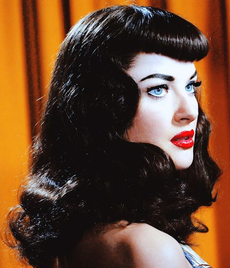 "Gretchen Mol as Bettie Page in ""The Notorious Bettie Page""You can find Bettie page and more on our website.Gretchen Mol as Bettie Page in ""The Notorious Bettie Page"" Rockabilly Makeup, Rockabilly Fashion, Rockabilly Girls, Rockabilly Style, Bettie Page, Pin Up Hair, My Hair, Pin Up Bangs, Hair Inspo"