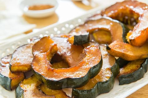 This Roasted Acorn Squash Is One Of My Favorite Side Dishes To Make In The Fall And It S One Of The Easiest Acorn Squash Recipes Yo Baked Squash Recipes Baked Squash