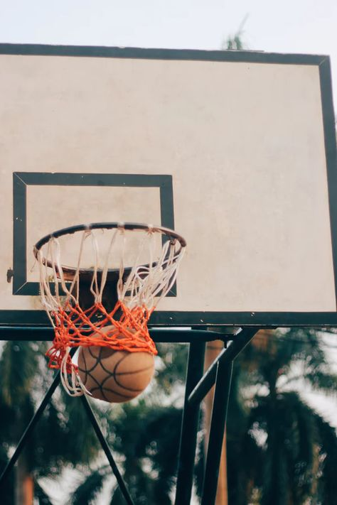 Basketball Basics: Tips for Good Rebounding – Basketball Basketball Boyfriend, Free Basketball, Basketball Players, Cool Basketball Pictures, Sports Pictures, Photo Wall Collage, Picture Wall, Basketball Background, Sports Wallpapers
