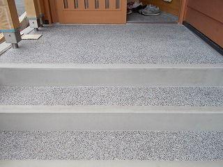 緑区の家 玄関も完成です 洗い出しです 玄関ポーチ 階段 洗い出し