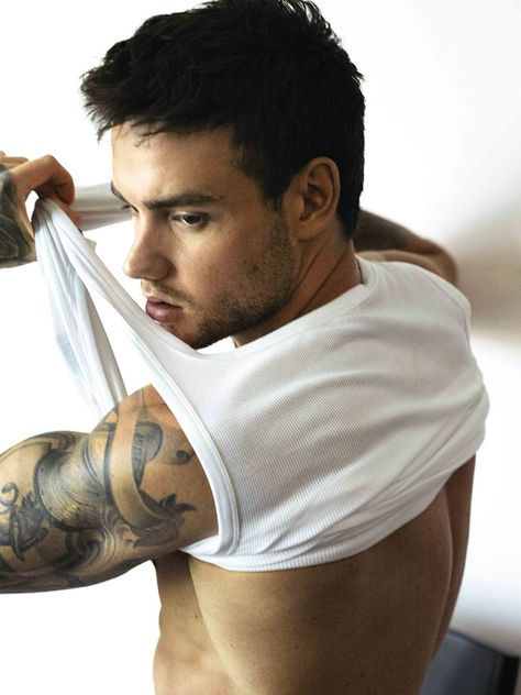 - Photographed in Berlin by Mert Alas and Marcus Piggott eyecandy Liam Payne undresses to lend his face to the brand's new underwear line with Stella Maxwell. Liam Payne for HUGO! One Direction Liam Payne, One Direction Pictures, I Love One Direction, Stella Maxwell, Liam James, Hugo Boss, Tom Daley, Lenny Kravitz, Miley Cyrus