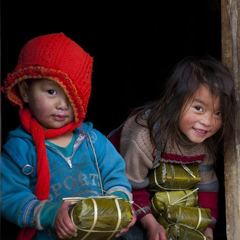 Bringing back rice cakes for Tet - Hmong Vietnam - The day of the Tet, those cute Hmong kids were coming back from the village with some rice cakes.  Photo by Eric Lafforgue
