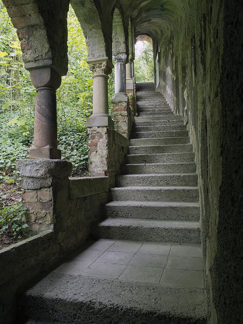 ALEMANIA - Roseburg_Rieder_ The delightfully eccentric gardens of Roseburg are founded on the remains of a century castle, occupying a limestone ridge in foothills of the Harz. The site was acquired in 1905 by the architect Bernha Beautiful Architecture, Art And Architecture, Ancient Greek Architecture, Slytherin Aesthetic, Stairway To Heaven, Abandoned Places, Belle Photo, Stairways, Aesthetic Pictures