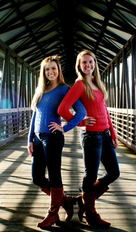 Cute poses for best friend photoshoots