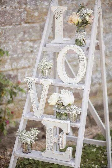 6 ideas para utilizar escaleras de madera en la decoración de tu boda   Blog de Bodas con detalle