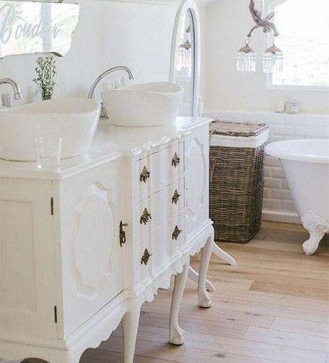 Decorar Un Baño Viejo:Luminoso y elegante, el blanco es perfecto para decorar un baño que