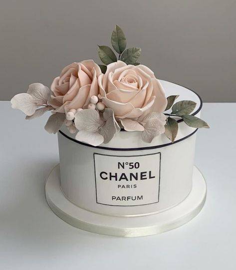 55 Most Delicious Chanel Purse Cakes Chanel Birthday Cake, Birthday Cake Girls, 12th Birthday, Birthday Ideas, Pretty Cakes, Beautiful Cakes, Amazing Cakes, 7 Cake, No Bake Cake