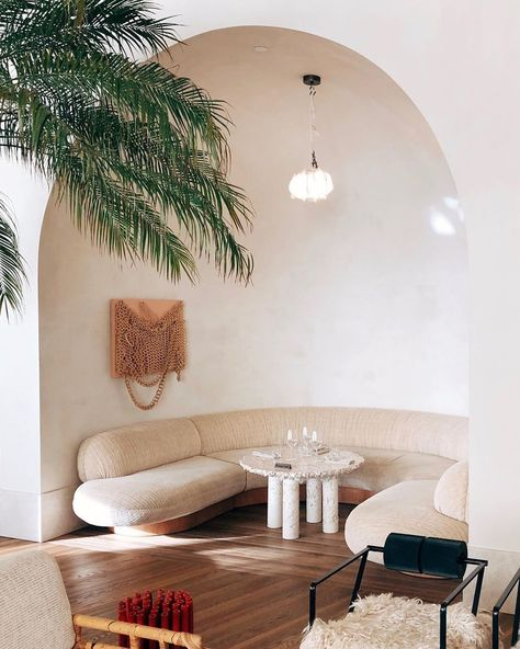 Leave it to Kelly Wearstler to so perfectly capture a mix of So-Cal luxury and organic in her latest design for the Santa Monica Proper Hotel. Kelly Wearstler, Interior Architecture, Interior And Exterior, Interior Design, Design Art, Casa Hotel, Salons Cosy, Cozy Nook, Design Hotel